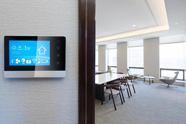 smart-screen-in-modern-office