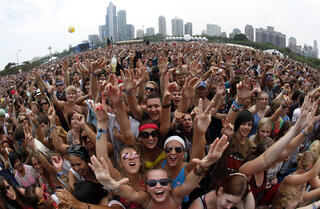 thousands-of-fans-evacuated-as-heavy-winds-in-chicago-threaten-music-fest.jpg