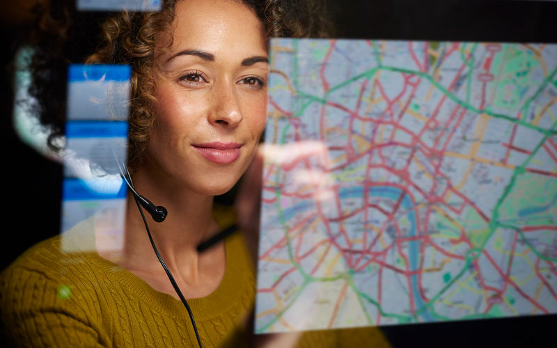 woman-map-headset-assetTracking